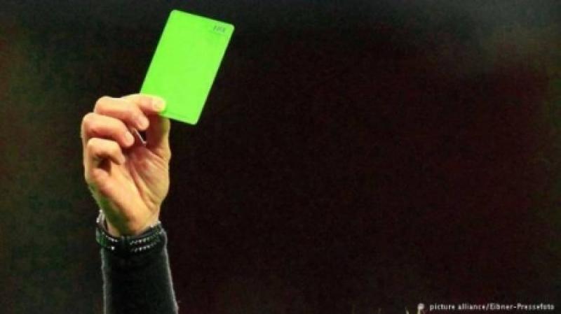 ما هي أسرار البطاقة الخضراء وكيف ستطبق في عالم كرة القدم؟