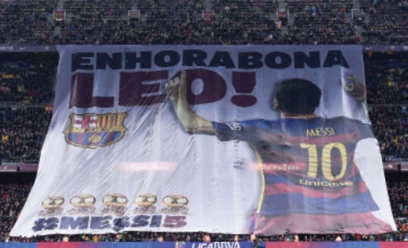 انريكي يهدئ من روع جمهور برشلونة بعد إصابة ميسي