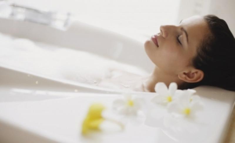 هل يُخفّف الحمام الدافئ آلام العضلات؟