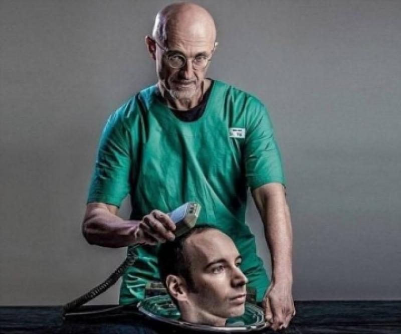 شابٌّ يحاول زرع رأسه في جسد جديد !