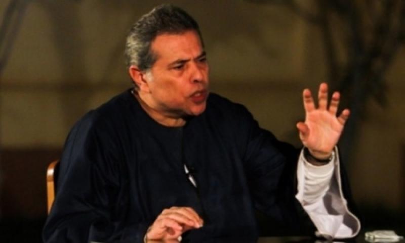 بالفيديو .. عكاشة يعتصم أمام قصر السيسي