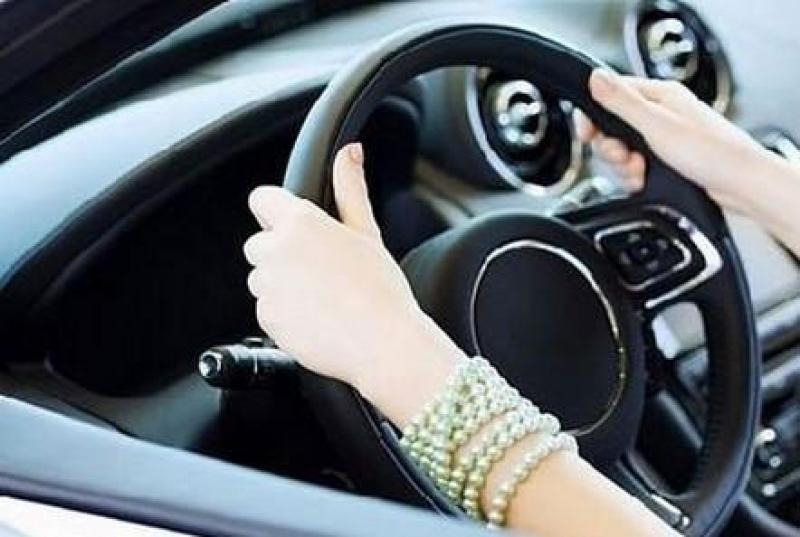 امرأة تدهس معلماً بسيارتها في عمان