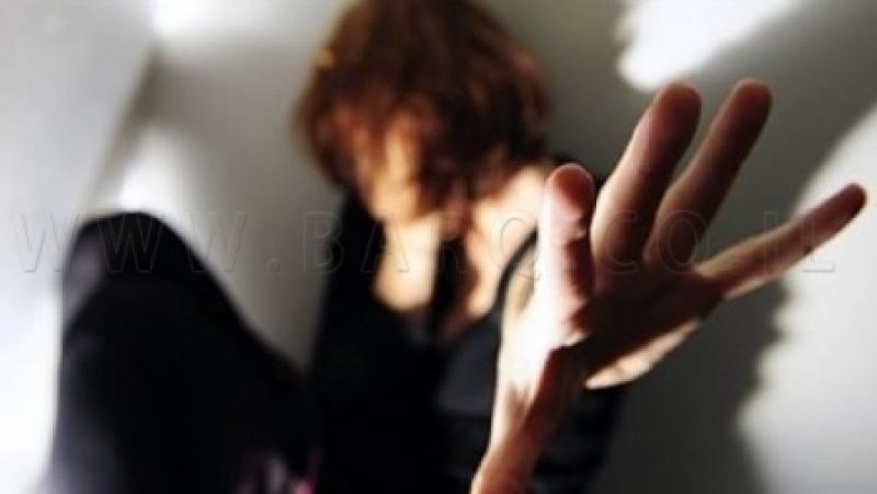 فتاة عربية طلبت من رجل اغتصاب صديقتها ليوم كامل! و السبب؟