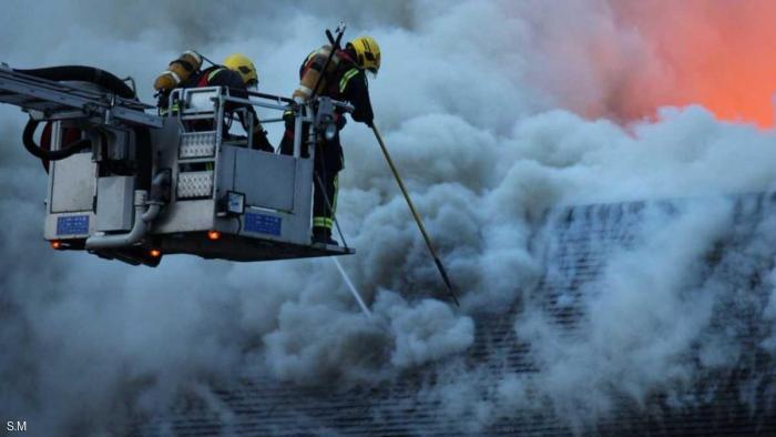 لندن تكافح حريقا ضخما.. والشرطة تشتبه بـ 3 أشخاص