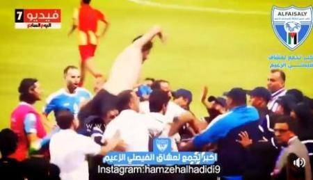 بالفيديو...مشاهد جديدة للحظة ضرب الحكم المصري نور الدين