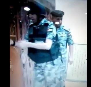 كيف تعامل رجال قوات الدرك مع المصاحف إثناء إغلاق مركز في معان