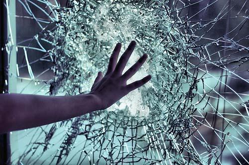 سرقة ٥٧ محل تجاري في العاصمة عمان أبوابها زجاجية