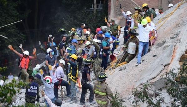 رئيس المكسيك يناشد المواطنين إخلاء الشوارع