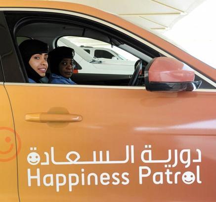 دورية السعادة الإماراتية تلاحق أردنيا بشكل مفاجئ