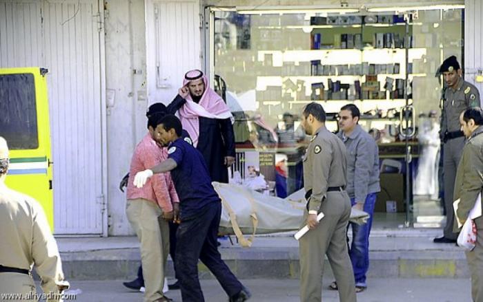 الرياض.. شاب يقتل والدته دهساً وأشقاؤه يقتلونه بالموقع نفسه