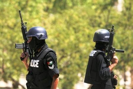 الأمن يفاوض النزلاء ويتحضر لهجوم داخل سجن سواقة