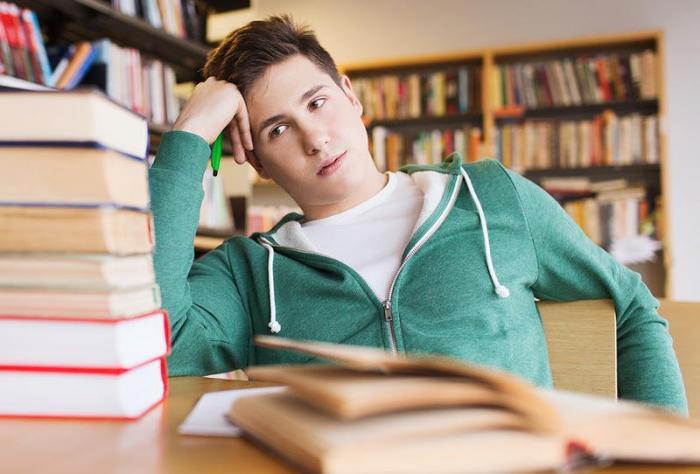 شاب يعاني.. من يساعدني لأكمل دراستي؟