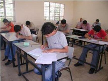 17 طالب ثانوي لا يجدون صف يدرسون فيه ببلدة مقبلة