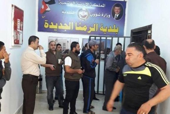 طوق أمني بعد طعن سائق رئيس بلدية الرمثا