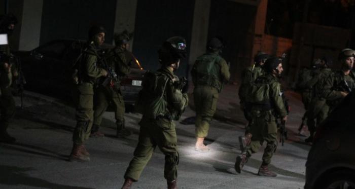 الاحتلال يعتقل 19 فلسطينيا من انحاء متفرقة من الضفة