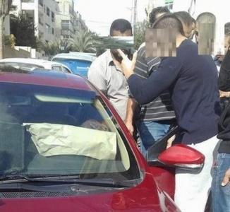 بالصور .. القبض على لص مركبات متلبساً في عمان