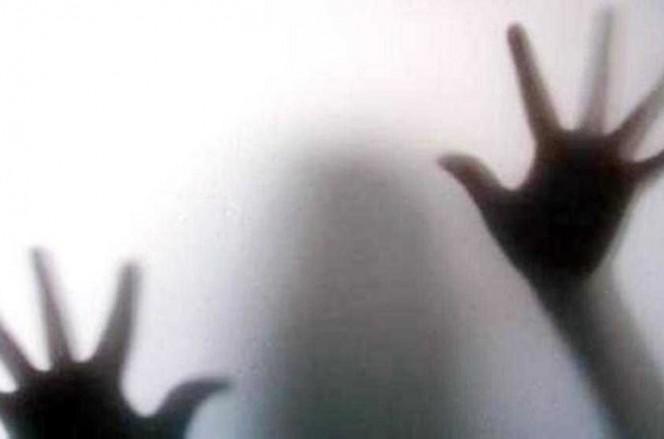 جريمة بشعة.. أب يغتصب بناته الثلاث بعد قتل زوجته!