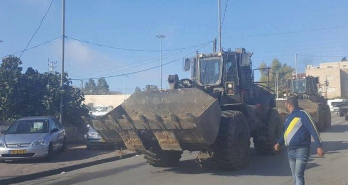جرافات الاحتلال تهدم مبنى سكنيا في الجفتلك بالأغوار