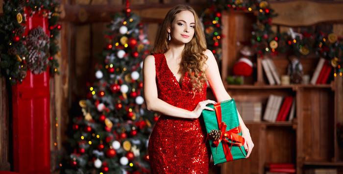 إليكِ أجمل صيحات الفساتين المناسبة لسهرات أعياد الميلاد