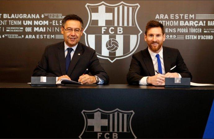 رسميًا.. ميسي يجدد تعاقده مع برشلونة بشرط جزائي خيالي