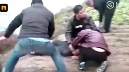 بالفيديو..أم تنتحر بسبب قصر قامة خطيبة ابنها