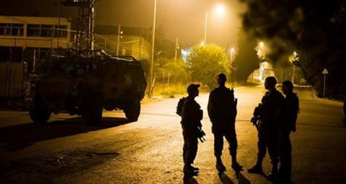 الاحتلال يعتقل عدداً من المواطنين