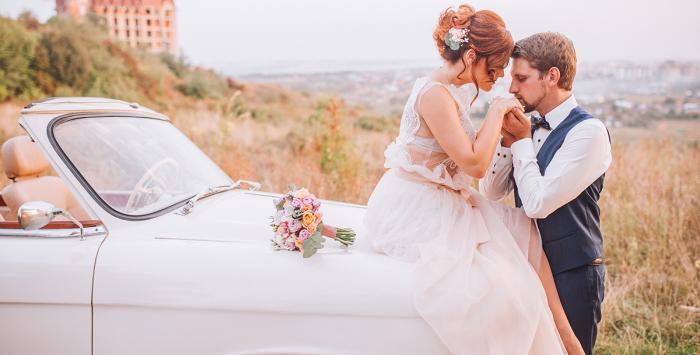 كيف تشعلين نار الحب بعد عقد من الزواج؟