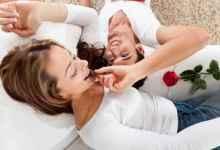 علاقتكِ الحميمة بزوجكِ متعثّرة؟ إليكِ بعض التحليات لإزكائها!