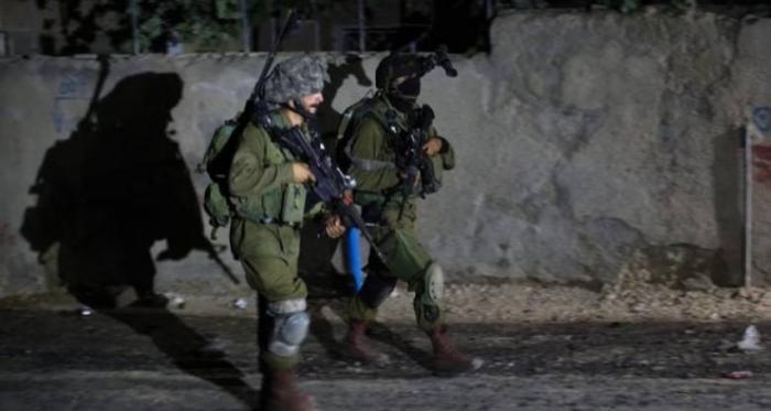 مداهمة قوات الاحتلال لمنازل المواطنين بالضفة تتصاعد