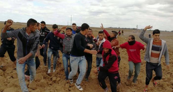 إصابة ثلاثة فلسطينيين برصاص الاحتلال في مواجهات شرق خانيونس