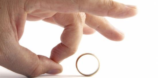 عروس تشترط صفع زوجها أمام أهله لهذا السبب