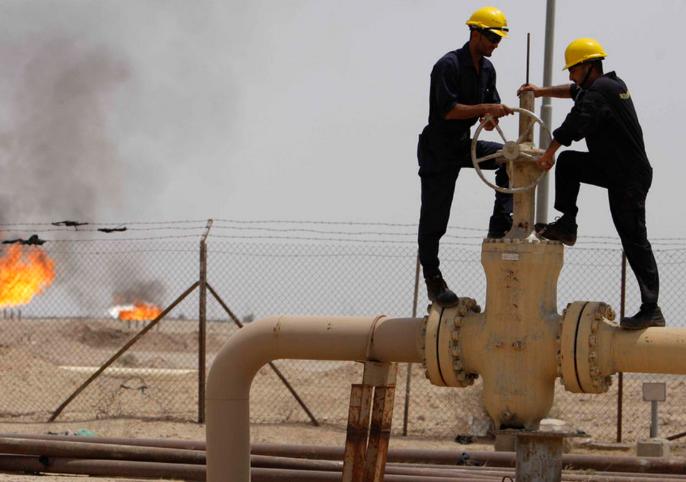 النفط يستقر قرب أعلى مستوى منذ منتصف 2015