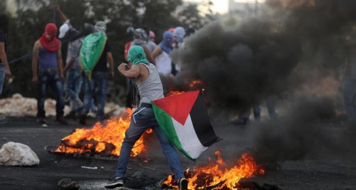 الارض المحتلة.. قوات العدو تطلق النار وقنابل الغاز تجاه الشبان المتظاهرين