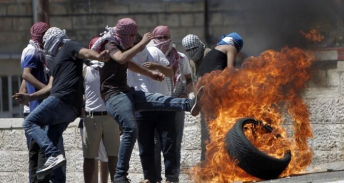 مواجهات لليوم الثالث.. إصابات في مواجهات عنيفة مع الاحتلال