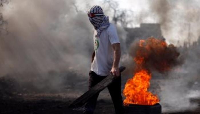 فلسطين تنتفض.. اندلاع مواجهات عنيفة مع القوات الإسرائيلية وأحرق صورة ترامب