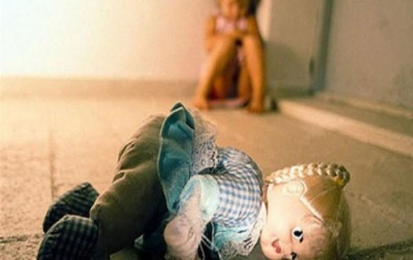 وحش بشري يغتصب ابنة الـ6 سنوات بعصا خشبية بطول 25 سنتم في الهند