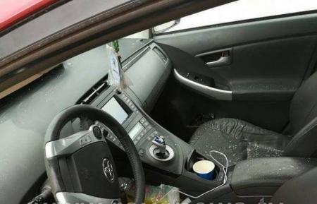 مجهول يحطم سيارة مدرس جامعي داخل حرم جامعة العلوم والتكنولوجيا