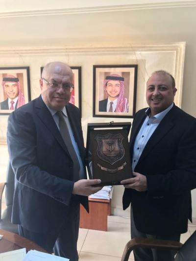 بحث سبل التعاون بين جامعة عمان الاهلية ووزارة الاشغال العامة والإسكان