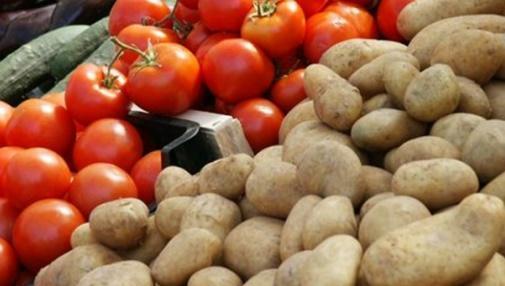 احتكار البطاطا يرفع سعرها وكثرة البندورة بالسوق تهوي بها لـ10 قروش