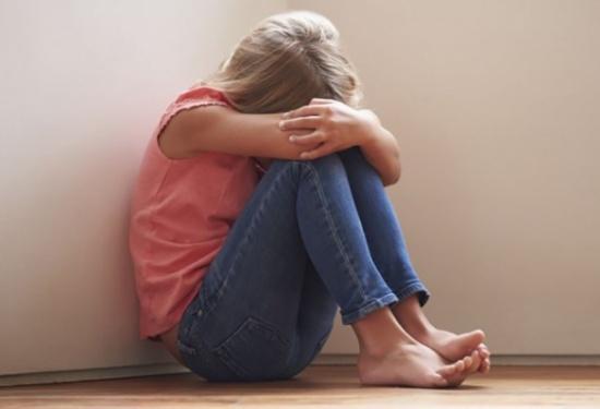 بالفيديو: واقعة مخيفة .. مدرّس يعتدي على ابنة الـ8 سنوات