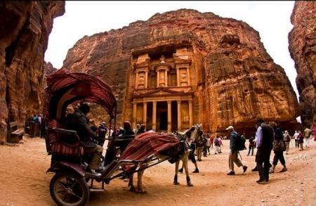 ٣ مليارات دينار من الدخل السياحي في ١٠ شهور
