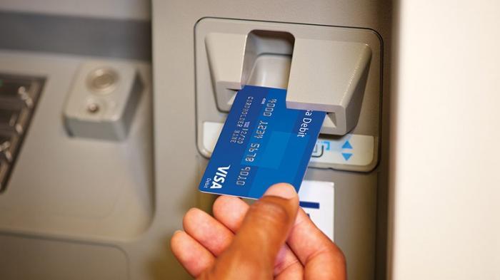 بنوك محلية تحذر عملائها