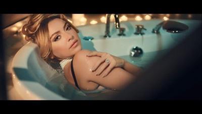 """المغنية التركية هاديسا .. كليبها """"مثير للشهوات""""… فيديو وصور"""
