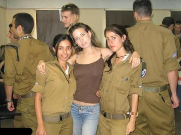 في السجون الإسرائيلية: سجانات مارسن الجنس مع السجناء!