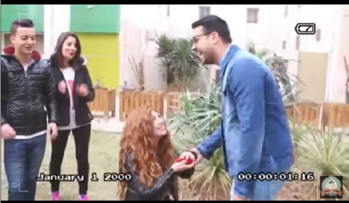 سوريا.. فتاة تطلب يد صديقها للزواج! ( فيديو )