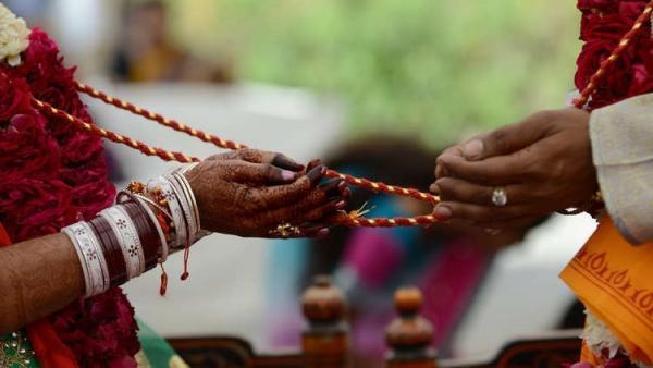 هندية تنتحل صفة رجل وتتزوج مرتين من أجل نهب المهر منهن
