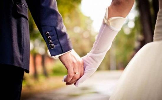 ممرضة تتبرع لمريضها بكليتها وتتزوجه.. قصة مؤثر جداً
