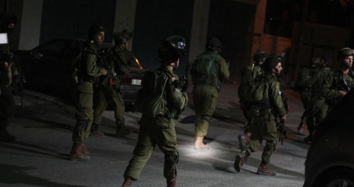 الاحتلال يعتقل 16مواطناً من الضفة