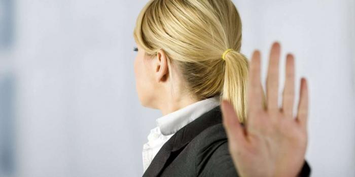 المرأة التي تتباهى بطلاقها.. هل تُكابر أم أنها سعيدة حقاً؟