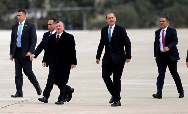 وزراء يرافقون الملك إلى الهند و باقون في التشكيلة الحكومية